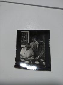 老照片 (样片1张)剪纸人张永寿        丁本存放