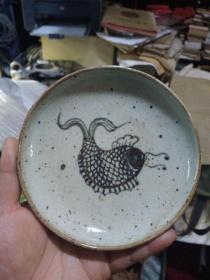 小鱼碟子,年代未知,价格不高,售出不退。保真瓷,不包年代。