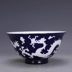 清霁蓝釉留白龙纹碗