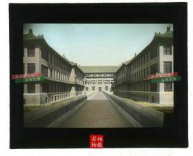 清代民国玻璃幻灯片-----清末民初时期北京东城区东单三条胡同协和医学院内部楼中间的主廊道