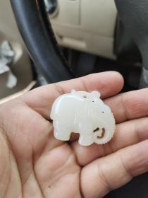 传世一品和田白玉 太平有象 挂件 。4厘米,料工双绝。