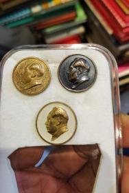 铜毛主席像章三枚(五十年代 广州人民美术社制)