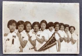 【河北体育史料】民国早期 天津南开商行摄制 全运会上河北代表队女子项目全体合影照一枚