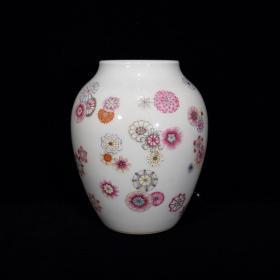 清雍正粉彩皮球花卉纹罐