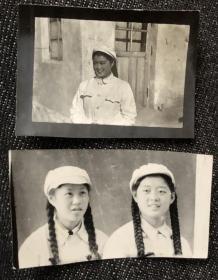 50年代初扎长辫子的志愿军美女战士老照片2枚
