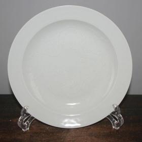 甜白釉瓷单龙纹盘