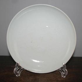 白瓷龙纹盘