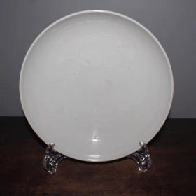 白釉龙纹盘