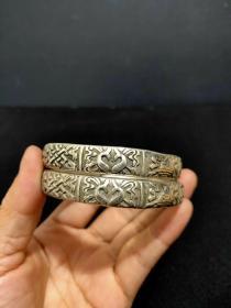 【刷单拉人气,不挣钱也卖】藏银手镯一对,纹路清晰纯手工制作,藏银是通行于西藏地区和尼泊尔一带的一种饰品银,铜七银三,银饰可辟邪护身