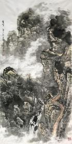 【取自本人 终身保真】贾述轩,中国书画研究院名誉院长,国际中华艺术家协会专家顾问。 1955年生,四川井研人,中国书画研究院名誉院长,国际中华艺术家协会专家顾问。 四尺整张竖幅中堂水墨写意山水画2《攀登》(136×68CM)