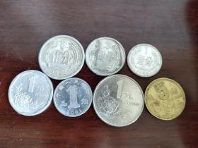 硬币一组8枚,留下过去美好回忆。流通好品,难免有小瑕疵,完美主义者勿拍。硬币年份随机发货!