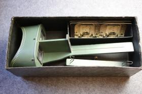 民国时期原装未用立体照片观片器, 著名顶级大厂金士顿出品,镜头锐利功能完好,附带3张官方发行带眼部对焦标记的测试立体照片, 保存完好