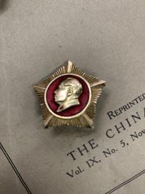 做毛主席的好战士 海军东海舰队像章,毛主席万岁 像章 北京是世界革命的中心 等章5枚,五角星2枚