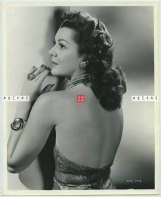 美国好莱坞女影星女影星安·卢瑟福德(Ann Rutherford),黑白银盐肖像照片一张,25.3X20.6厘米