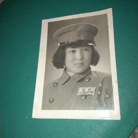 中国人民解放军女战士