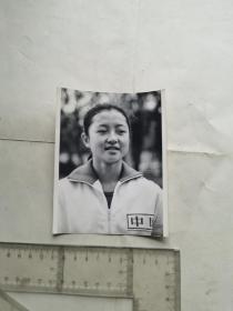 八十年代体操运动员周萍