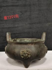 清玩玉堂款,三足双系铜香炉,包浆自然浑厚。