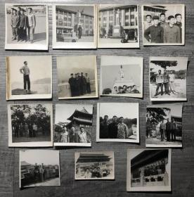 男青年手持红宝书在毛主席像前、四大伟大标语、戴像章在天安门、北京展览馆等地合影等文革特色老照片15枚合售