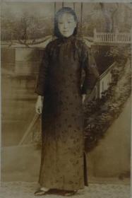 老照片收藏 民国老照片 穿旗袍的女子 小 一张