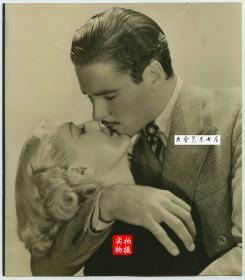 1939年美国华纳兄弟电影公司演员Douglas Montgo和 Mery Y Jacqueli 剧中深情爱情热吻老照片,20.7X18厘米