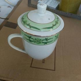早期,手绘描金图案,景德镇。茶杯一只,高13.5㎝