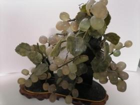 葡萄玉石玛瑙摆件,应该是没染色(颜色自然)的不太懂买家自鉴。