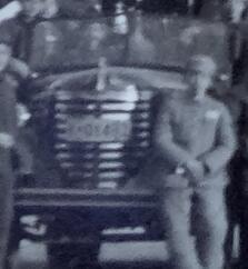 老照片:早期解放军与军车,汽车牌照1-01493。篮球场上,人物众多,画面布局有特色【陌上花开系列】