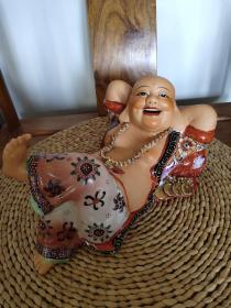 佛像,弥勒佛,景德镇瓷佛,70-80年代,老瓷塑工艺,手工彩绘,老物件底边有轻微磨损瑕疵。开脸好,喜庆吉祥,家中摆放佳品!