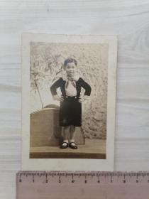 民国黑白老照片:英俊少年照留念
