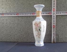 出口创汇期精品:景德镇制手绘薄胎花鸟六角瓶