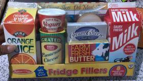 尾单盒装  Lets Play House! 8 Piece Fridge Filler Set, Kids Play Kitchen Set  我们一起玩吧! 8件冰箱填充套装,儿童游戏厨具套装