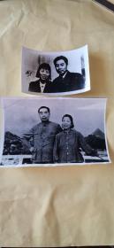周恩来与邓颖超 黑白照片两张 合售(12X9)(17X13)cm