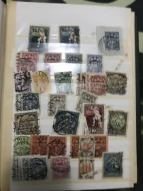 古老邮票册一本 里面很多非常少见地方邮票 部分加盖票 无齿票 新票 等等 比较难寻一本 册子有损 票不错