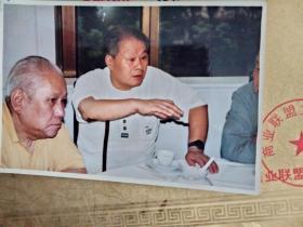 老照片 亚明和陈大羽 合影 照片  著名画家亚明 陈大羽照片