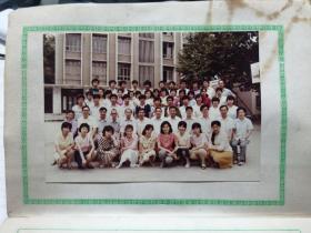 湖北师范学院(1986年6月)毕业纪念册 有彩色合影一张(12.5*9cm)黑白各种规格单人照40张