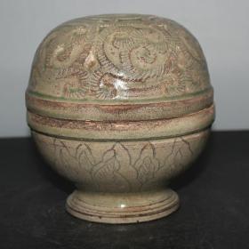精品越窑花卉纹盖罐