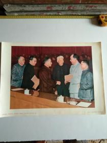 毛泽东同志、周恩来同志、刘少奇同志、朱德同志、邓小平同志、陈云同志在一起