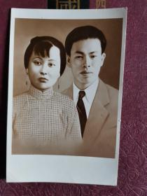 原版老照片  郁达夫和原配夫人。时代特色。