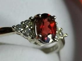 石榴红宝石戒指