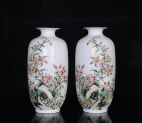 清雍正粉彩蝶恋花纹赏瓶一对   古玩古董古瓷器收藏   尺寸20.5x10.5