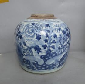清中青花牡丹花大罐