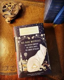 预售黑暗物质礼品版英版His Dark Materials : Gift Edition including all three novels: Northern Lights, The Subtle Knife and The Amber Spyglass
