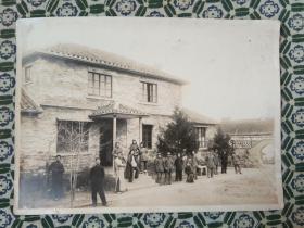 红色影像照片 1945年、1946年 盐城县委办公楼、住地背景和革命工作者照片,1946年盐城市解放桥和革命者骑自行照片【三张合售】