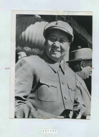 1957年美联社新闻传真照片一张,建国八周年大阅兵毛泽东,毛主席在北京天安门城楼。