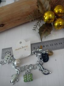 收藏饰品合金手链06 各种造型的镶钻合金吊坠,品相保存的极好