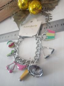 收藏饰品合金手链 各种造型的合金吊坠,品相保存的极好