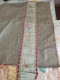 清末民国大官文人旧用绸缎刺绣山茶花襟带,古琴装饰,纯正丝绸,一针一线,苏绣匠心,极为雅致。长100厘米宽16厘米。