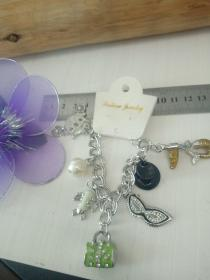 收藏饰品合金手链11 各种造型的镶钻合金吊坠,品相保存的极好