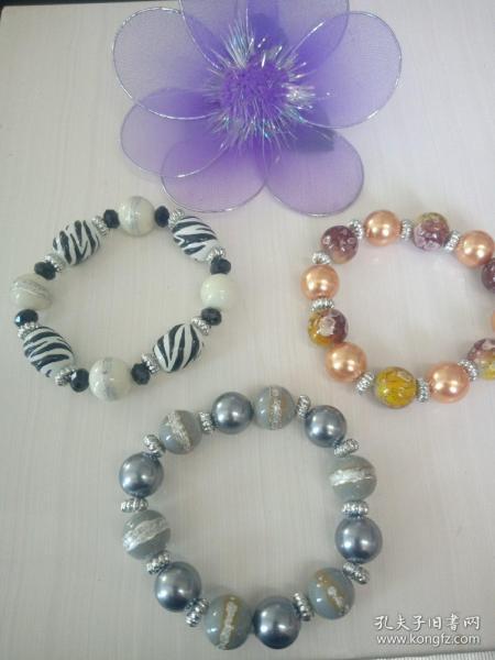 早年收藏手工彩绘手加水晶第一条手链 后面两条是印花珠加仿珍珠手链,合卖