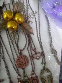 收藏的毛衣链,项链,挂链。。。二 复古霍青桐电镀,古红铜电镀,合金吊坠,价格为单条,混买可以优惠
